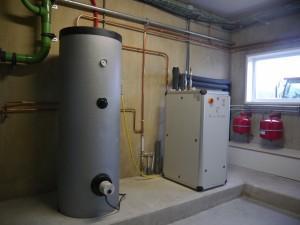 De warmtepomp wordt gebruikt voor zowel in de stal als in het huis